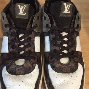 Louis Vuitton men damier sneakers 9.5 ( lv size)